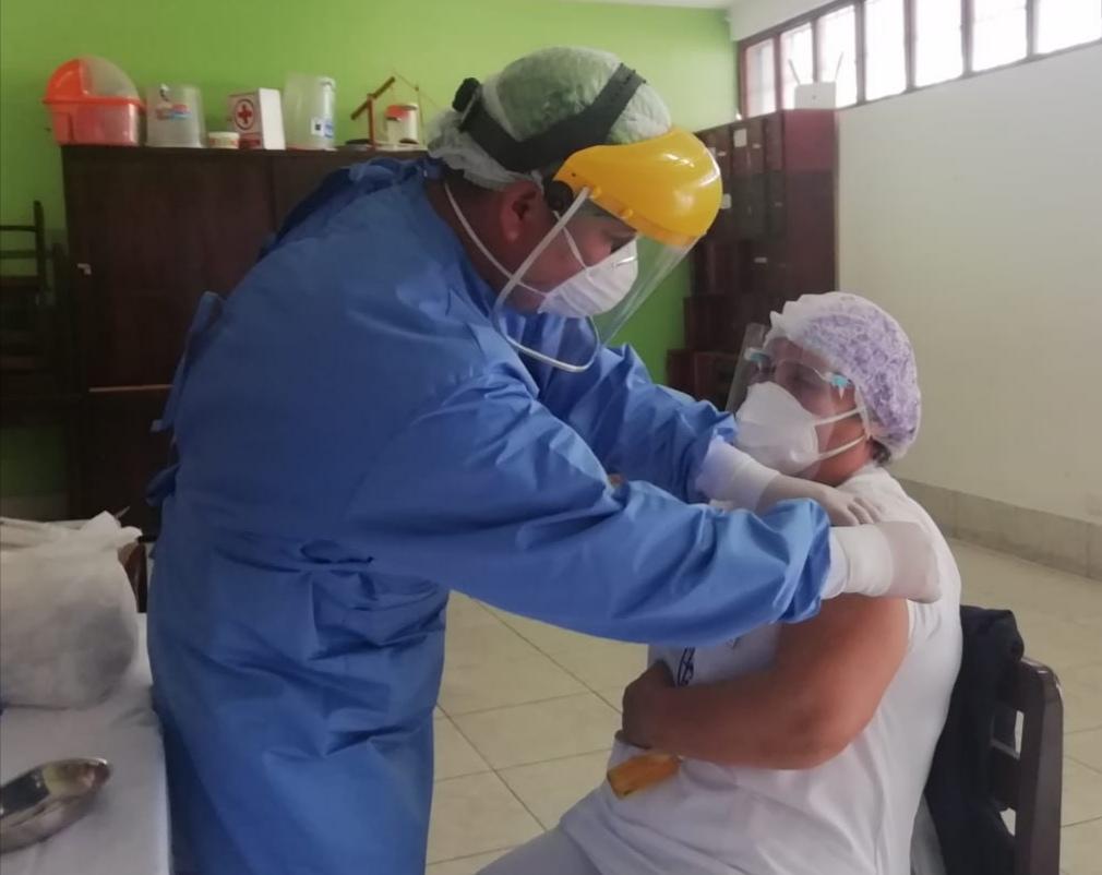 Essalud - EsSalud Amazonas inicia vacunación contra la Covid-19, en Chachapoyas