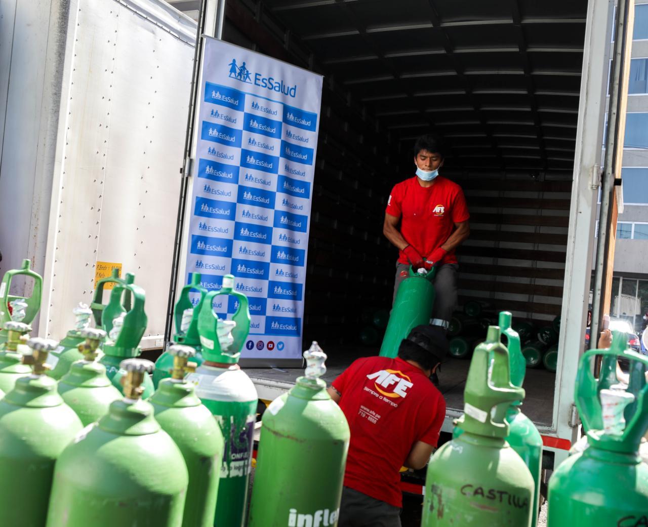 Essalud - EsSalud envía 360 balones de oxígeno a hospitales del interior del país para reforzar la atención a pacientes Covid-19