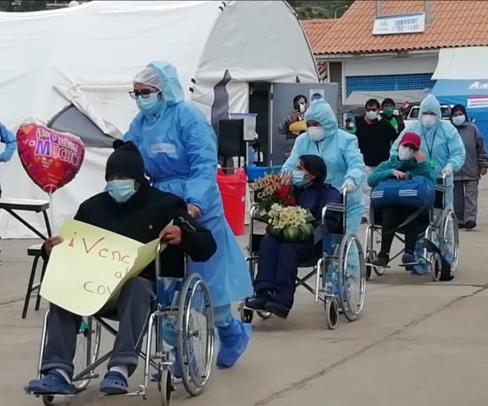 Essalud - EsSalud Huancavelica: ocho pacientes superaron la Covid-19 y salieron de alta del Hospital II