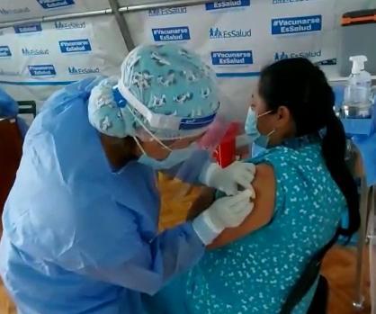 Essalud - En EsSalud Moquegua, avanza inmunización del personal contra la Covid-19