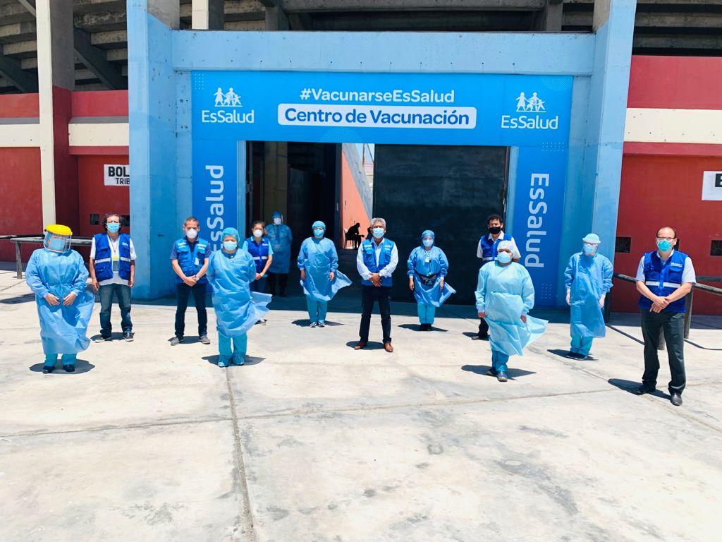 Personal de EsSalud Áncash recibe la segunda dosis de vacuna contra la Covid-19