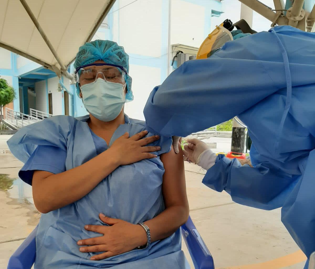 EsSalud Amazonas aplicó la segunda dosis a su personal en primera línea