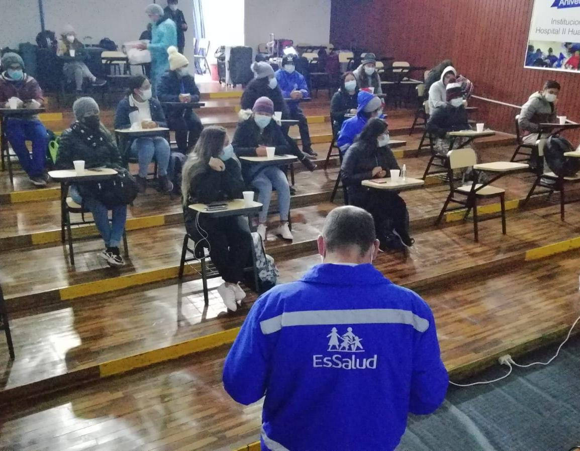 Essalud - EsSalud Huancavelica refuerza atención de pacientes Covid-19 con la llegada de profesionales de la salud