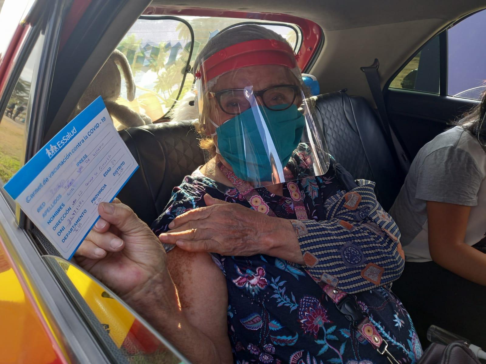 Essalud - EsSalud Ica inicia proceso de vacunación a adultos mayores de 80 años