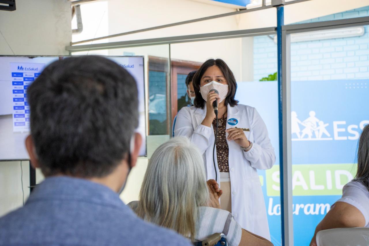Essalud - EsSalud: Adultos mayores reciben talleres de respiración y relajación tras recibir vacuna por COVID-19