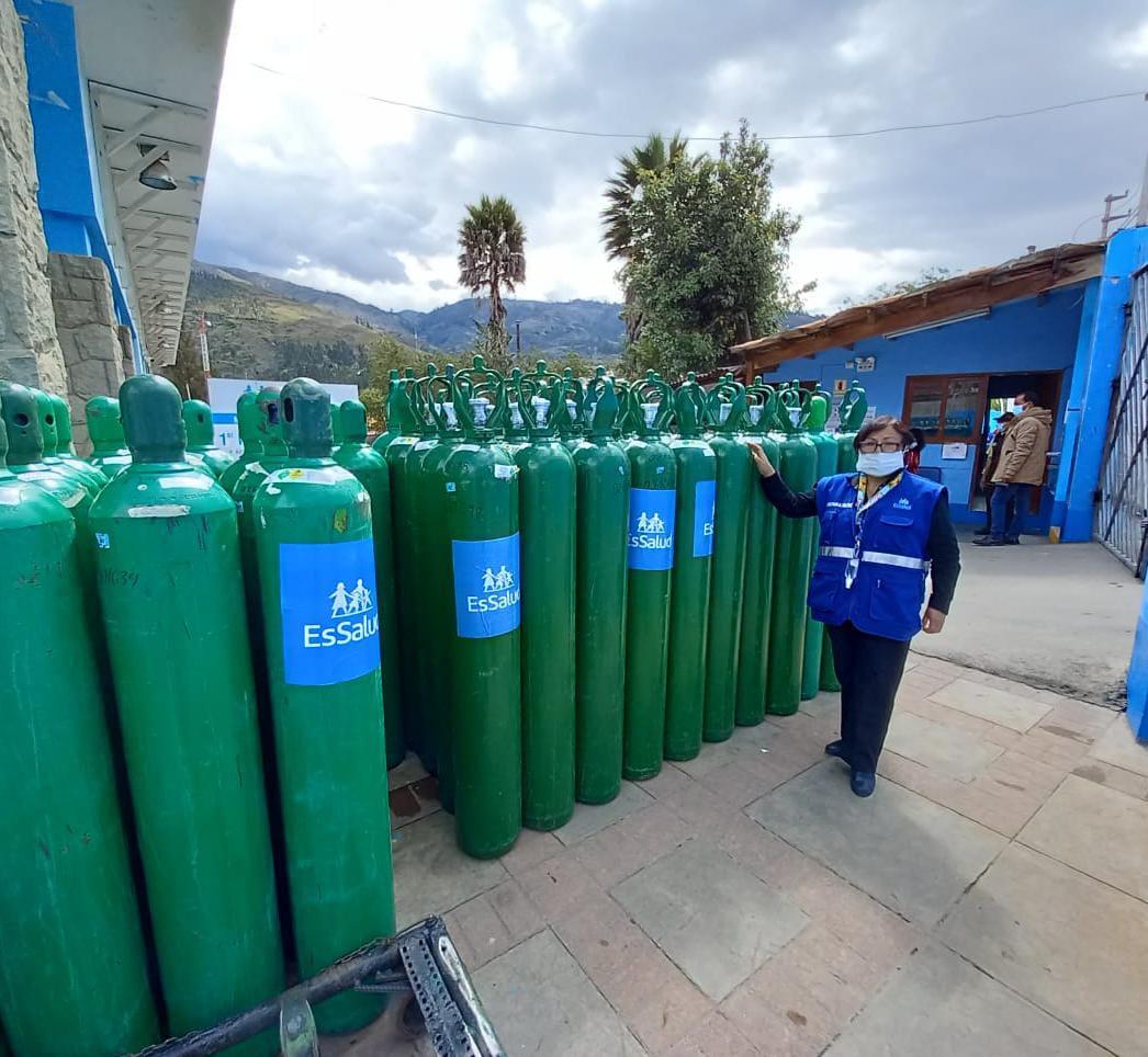Essalud - EsSalud envía 100 balones de oxígeno a hospitales de Huaraz para redoblar y reforzar la atención de pacientes Covid-19