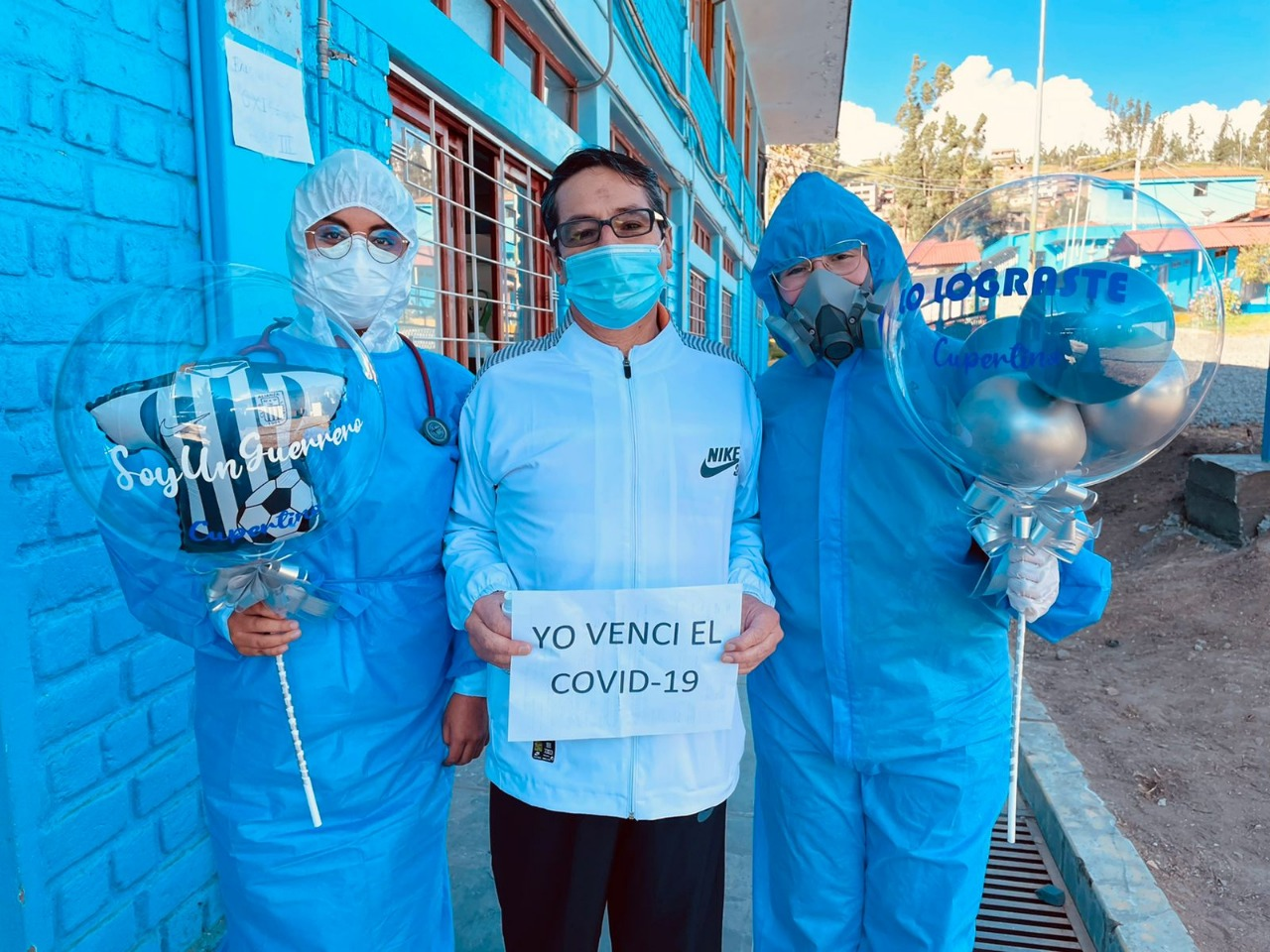 Essalud - EsSalud Huaraz dio de alta a pacientes que vencieron a la Covid-19 gracias al personal médico
