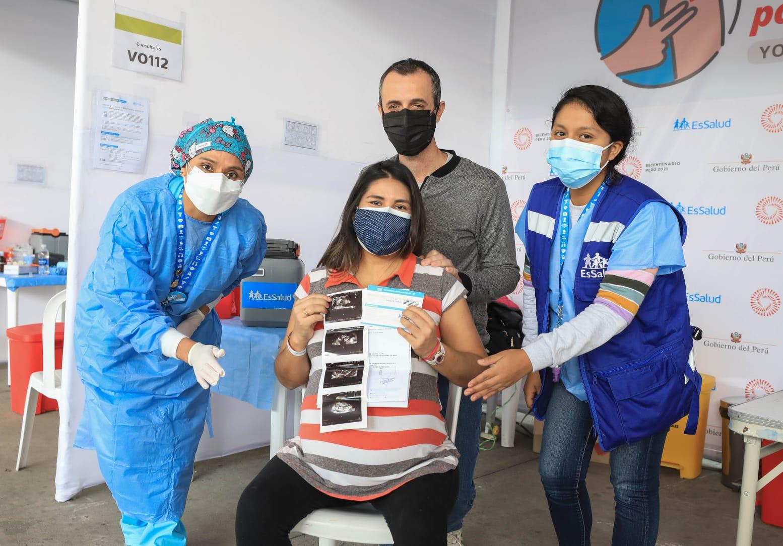 Essalud - EsSalud Tumbes se acerca a la meta de inmunizar al 100% de madres gestantes con la primera dosis contra la Covid-19