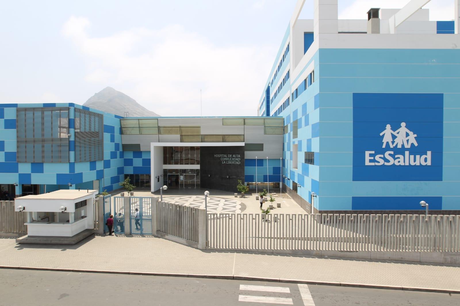 Cirujanos de EsSalud La Libertad extirpan tumor uterino de gran tamaño a paciente de 50 años