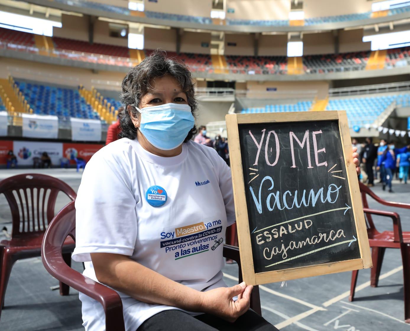 Fiorella Molinelli rindió homenaje a los maestros del país en su día y resaltó el inicio del proceso de vacunación contra el Covid-19 a profesores rurales