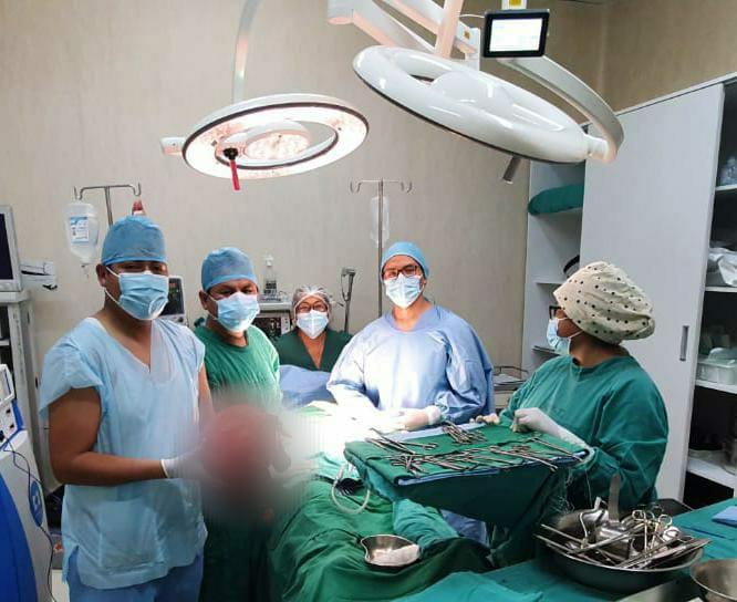 Essalud - Cirujanos de EsSalud extirpan tumor gigante a tacneña de 38 años, quien tenía la apariencia de llevar un embarazo de 8 meses