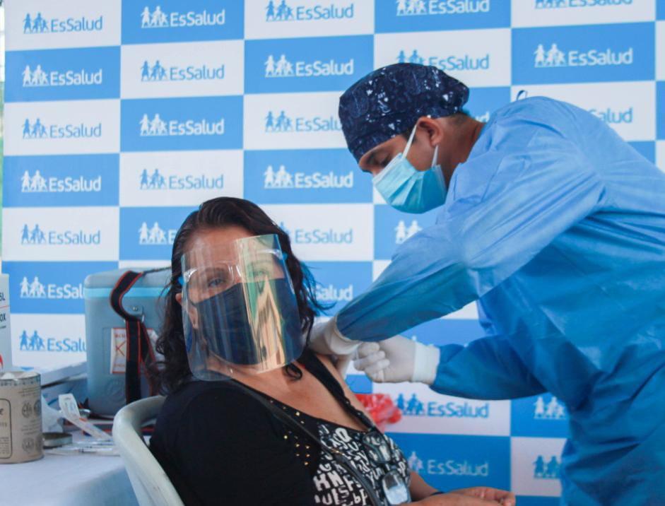Essalud - EsSalud Tumbes exhorta a la ciudadanía a aplicarse la segunda dosis contra la Covid-19