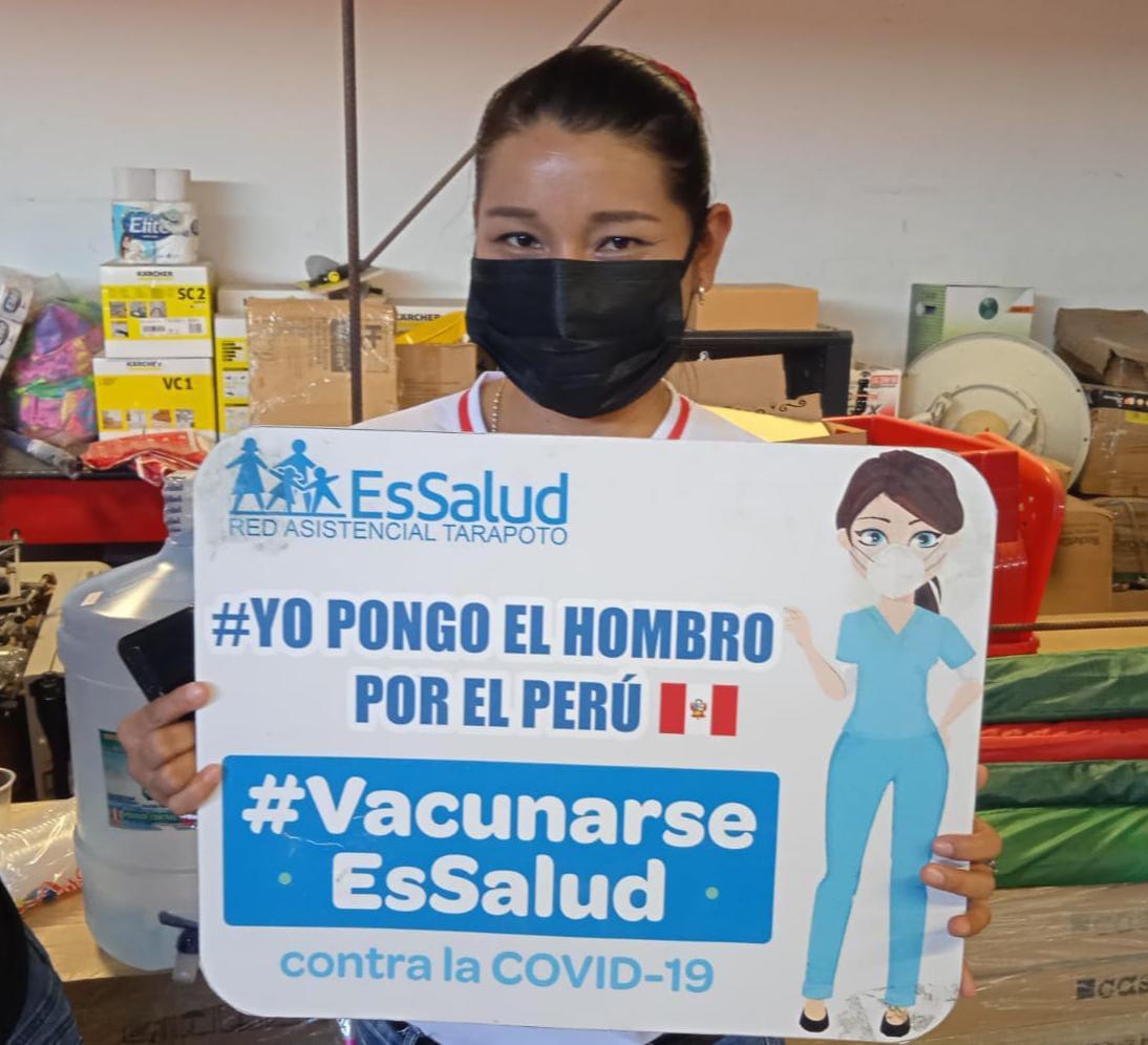 Essalud - EsSalud acude a centros laborales y vacuna contra la Covid-19 a trabajadores de Tarapoto