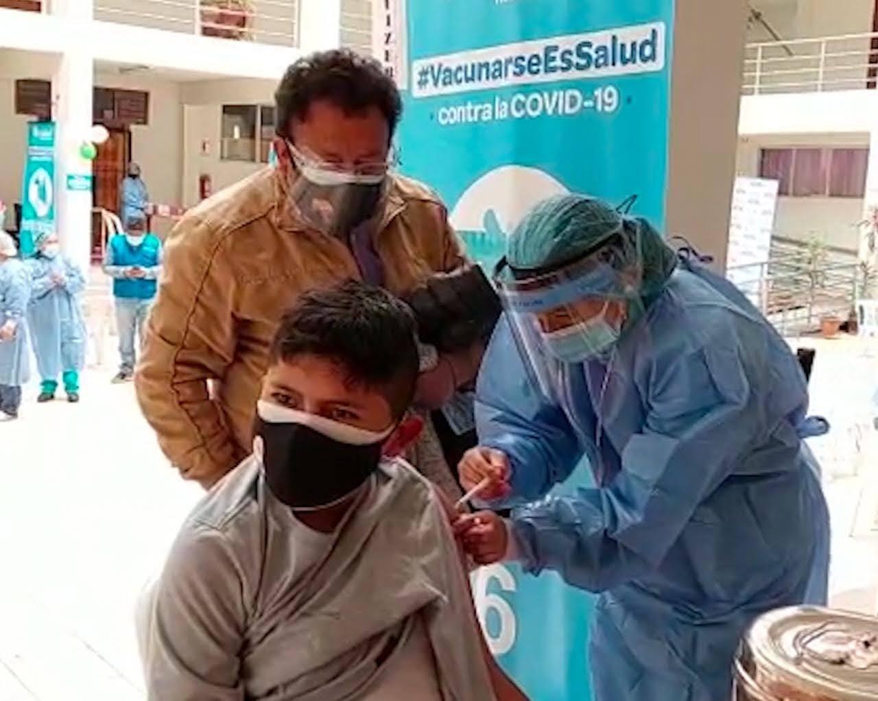 Essalud - EsSalud inició vacunación contra la Covid-19 en beneficio de población de 12 a 17 años en Cusco