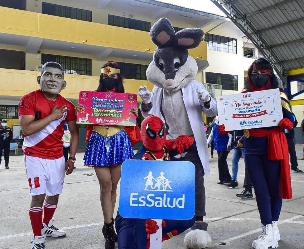 Essalud - EsSalud Huaraz vacuna a mayores de 20 años y participa de la I VacunaFest en esa región