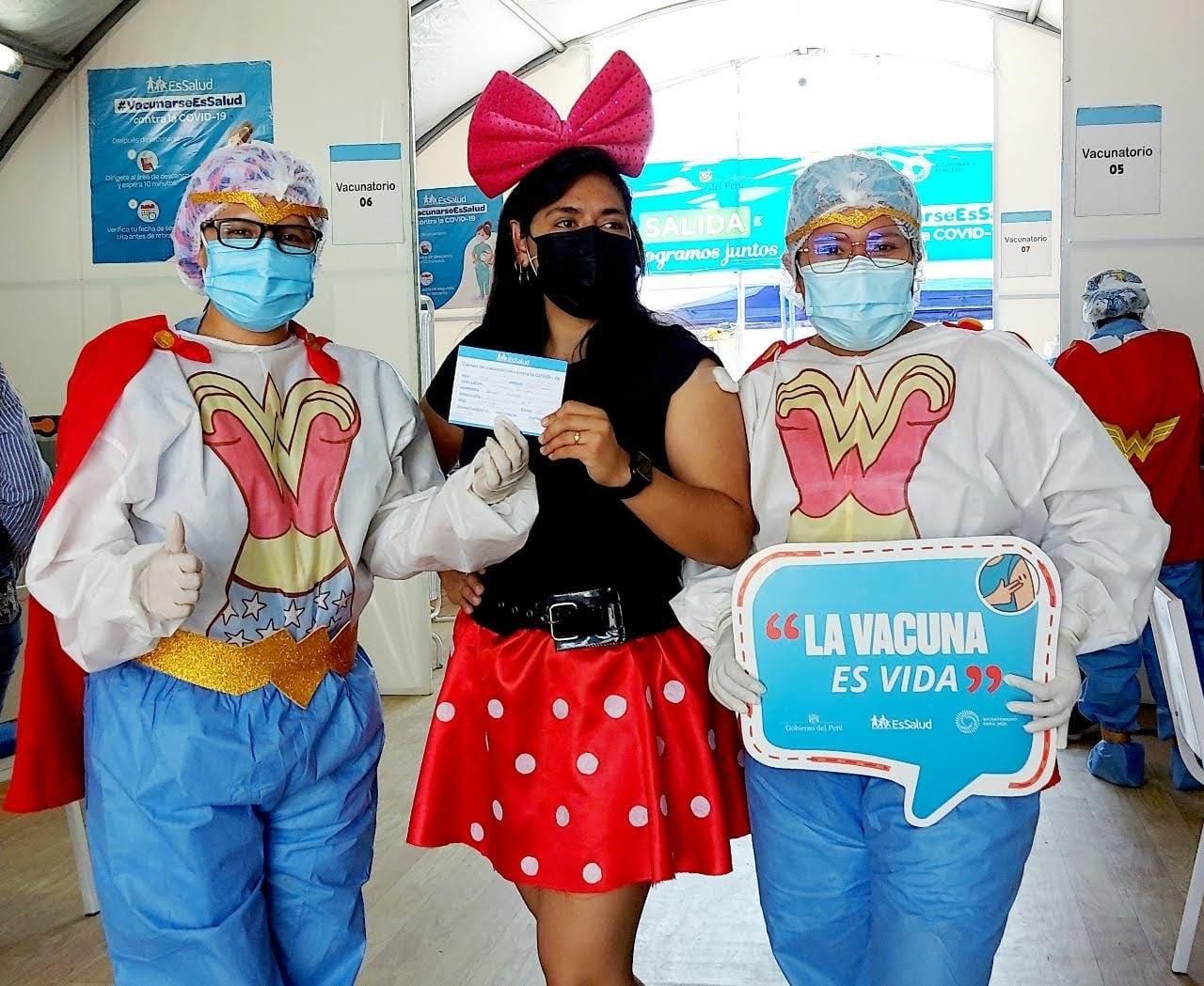 Enfermeras de EsSalud Moquegua se convierten en la Mujer Maravilla para vacunar a jóvenes de 18 años a más