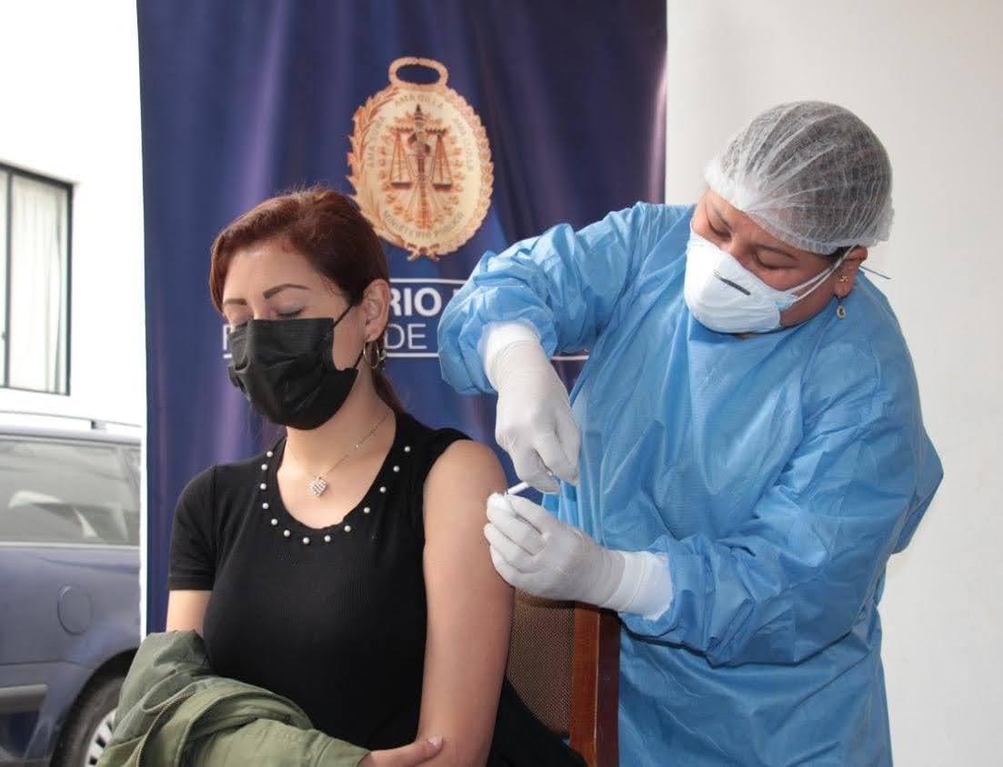 Essalud - EsSalud Áncash vacuna contra la Covid-19 a más de 600 trabajadores, en sus propias empresas
