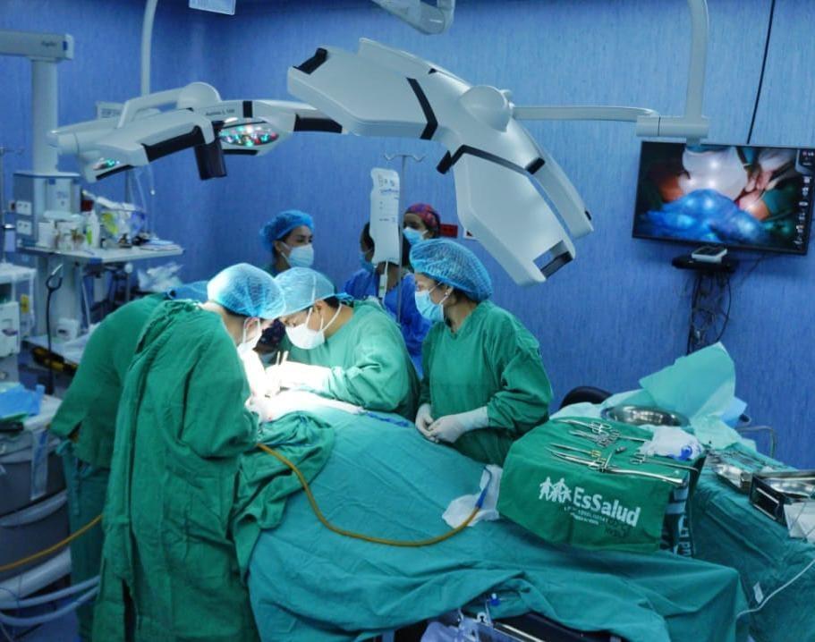 Essalud - Médicos de EsSalud La Libertad reconstruyen tráquea a pacientes que vencieron la Covid-19