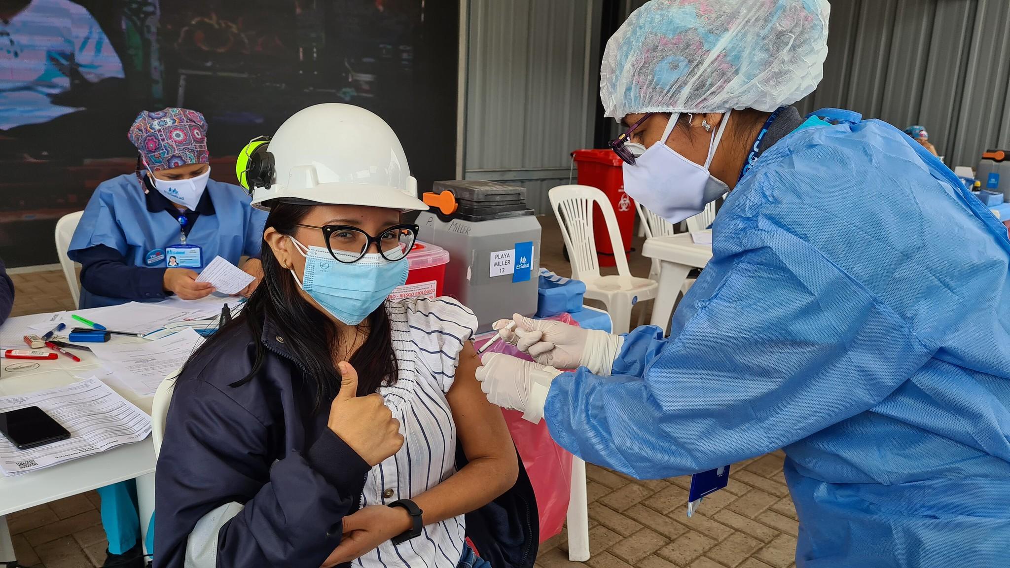 Essalud - EsSalud promueve vacunación en empresas para reactivar la economía