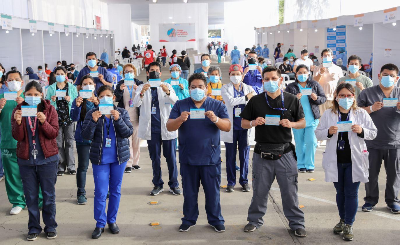 Essalud - Tercera dosis garantizará la protección del personal de salud en primera línea