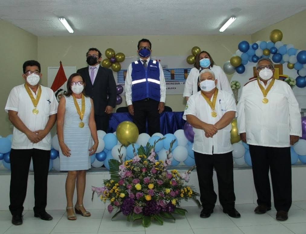 Essalud - Médicos de EsSalud Piura reciben reconocimiento por Día de la Medicina Peruana