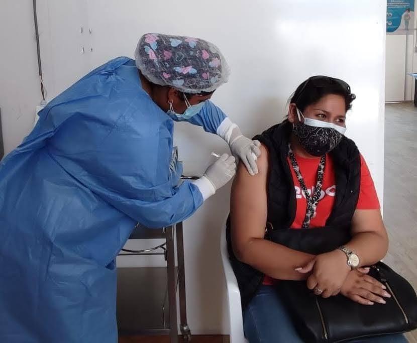 EsSalud Moquegua continua vacunando contra Covid-19 a mayores de 18 años