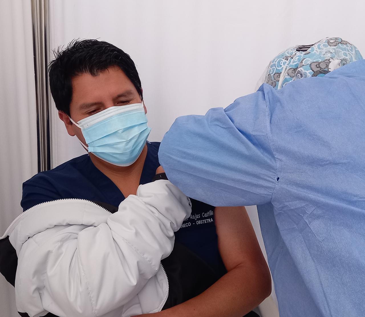 Essalud - EsSalud Huancavelica aplica tercera dosis de vacuna contra Covid-19