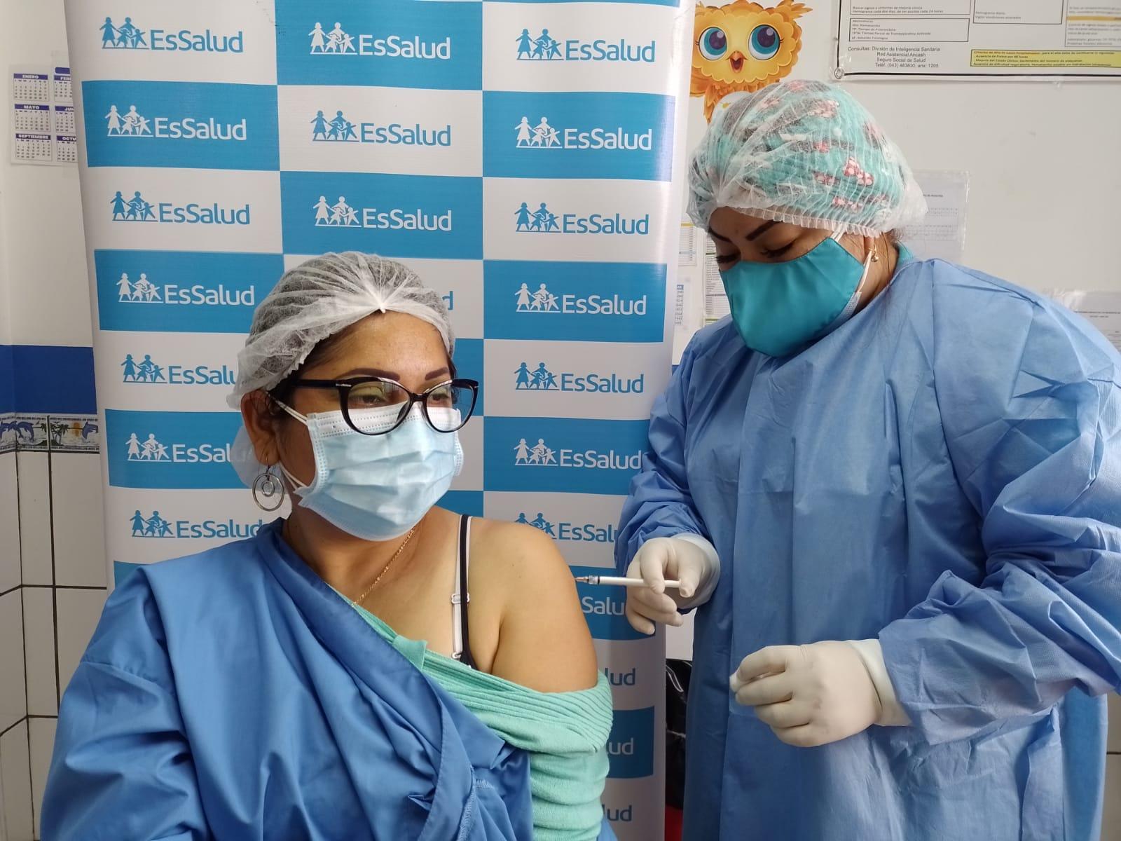Essalud - EsSalud Áncash inició aplicación de tercera dosis contra Covid-19