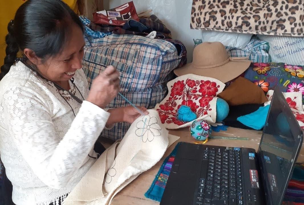 EsSalud Ayacucho brinda talleres a personas con discapacidad